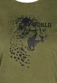 Zizzi - Print T-shirt - ivy green - 4