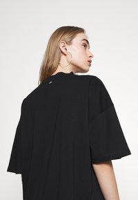 NIKKIE - CLAW DRESS - Žerzejové šaty - black - 4