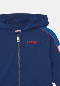 Levi's® - COLORBLOCKED HOODIE - Zip-up hoodie - estate blue - 2