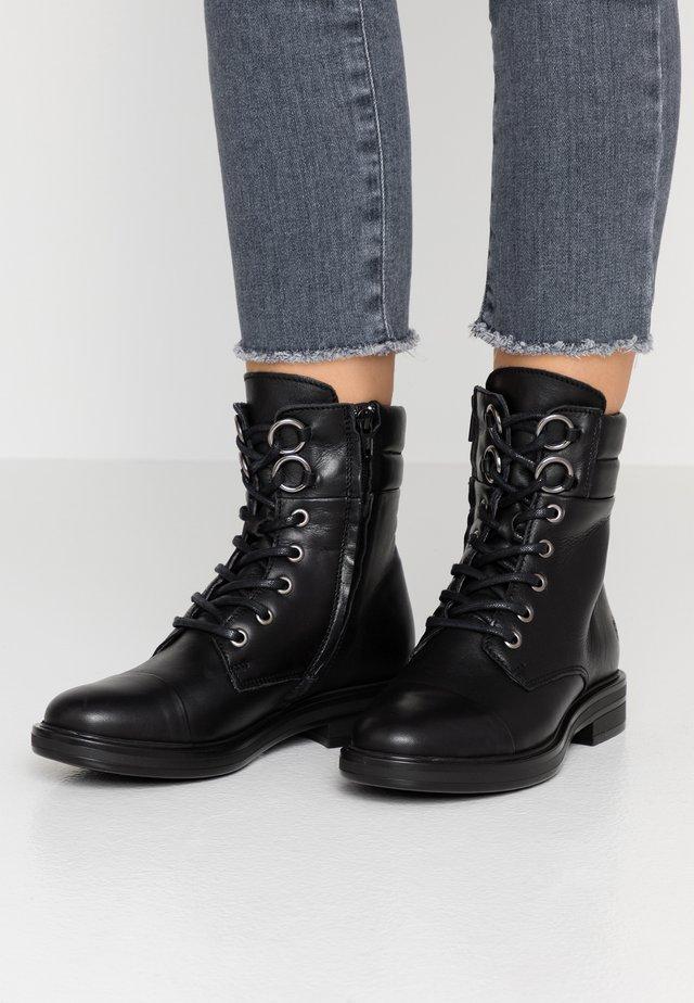 TAY - Šněrovací kotníkové boty - black