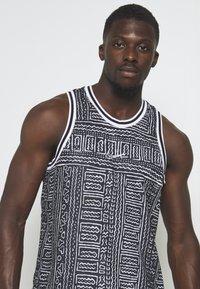 Nike Performance - DRY CITY EXPLORATION SEASONAL - Sports shirt - black/white - 4