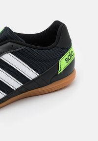 adidas Performance - SUPER SALA - Zaalvoetbalschoenen - core black/footwear white/solar green - 5