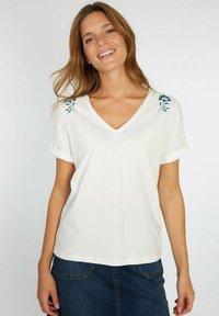 Armor lux - T-SHIRT IMPRIMÉ - Print T-shirt - milk séri.fleurs - 0