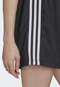 adidas Originals - LONG SHORTS - Teplákové kalhoty - black - 4