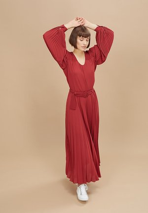 GARNET RED SMOCKED AND PLEATED BLOUSE - Blousejurk - grenat