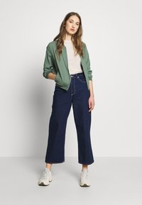 Vero Moda - VMISABEL JACKET COLOR - Bomber Jacket - laurel wreath - 1