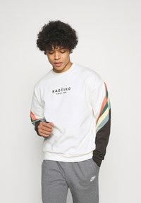 Kaotiko - CREW WALKER UNISEX - Sweatshirt - white - 0