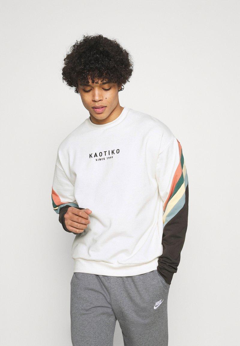 Kaotiko - CREW WALKER UNISEX - Sweatshirt - white