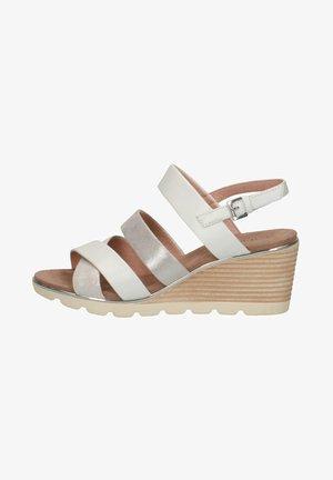 Sandály na klínu - silver comb