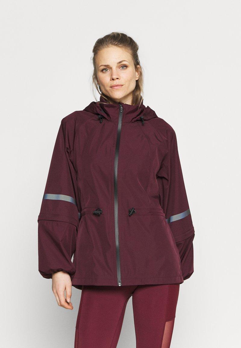 Sweaty Betty - MISSION JACKET - Waterproof jacket - plum red