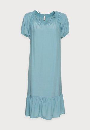PELICAN - Sukienka letnia - turquoise