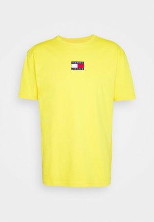 BADGE TEE UNISEX - Print T-shirt - pollen