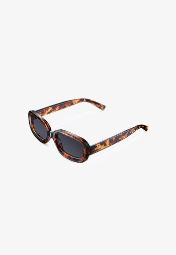 DASHI - Sunglasses - tigris carbon