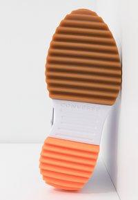 Converse - RUN STAR HIKE - Baskets montantes - moonstone violet/white/total orange - 4