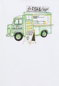 Scotch & Soda - SHORT SLEEVE TEE WITH PHOTO PRINT ARTWORK IN ORGANIC - Print T-shirt - white - 2