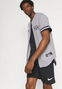 Nike Performance - MLB NEW YORK YANKEES OFFICIAL REPLICA ROAD  - Klubbkläder - dugout grey - 4