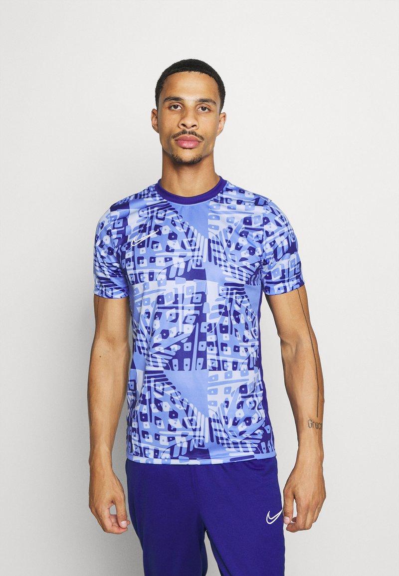 Nike Performance - DRY ACADEMY  - Print T-shirt - royal pulse/white