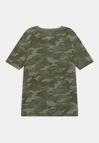 GAP - BOY POCKET TEE - Print T-shirt - green - 1