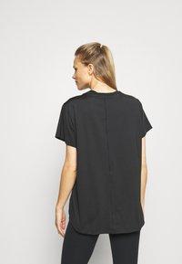Nike Performance - ONE SLIM - T-Shirt basic - black/white - 2
