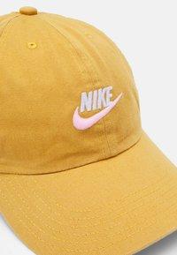 Nike Sportswear - FUTURA UNISEX - Cap - bucktan/arctic punch - 3
