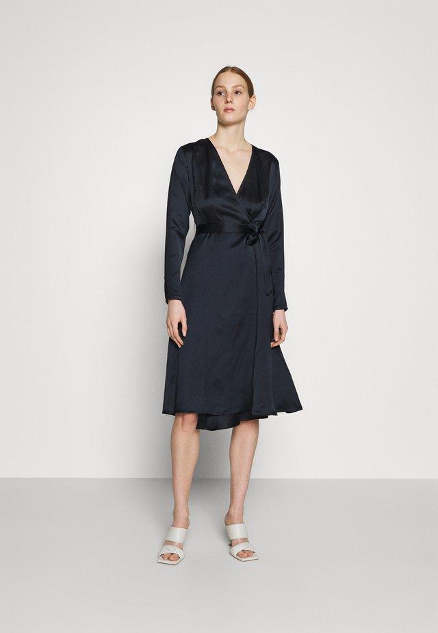 BELTED WRAP MIDI DRESS - Vestito elegante - black