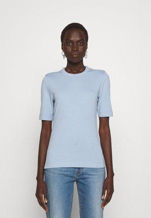 PERFECT TEE - Jednoduché triko - ashley blue