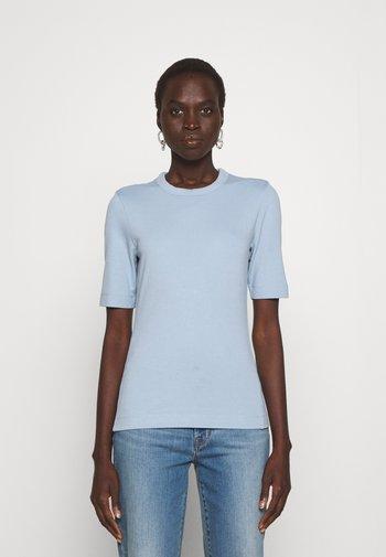 PERFECT TEE - Basic T-shirt - ashley blue