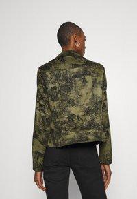Desigual - CHAQ DAHLIA - Lett jakke - verde caribe - 2