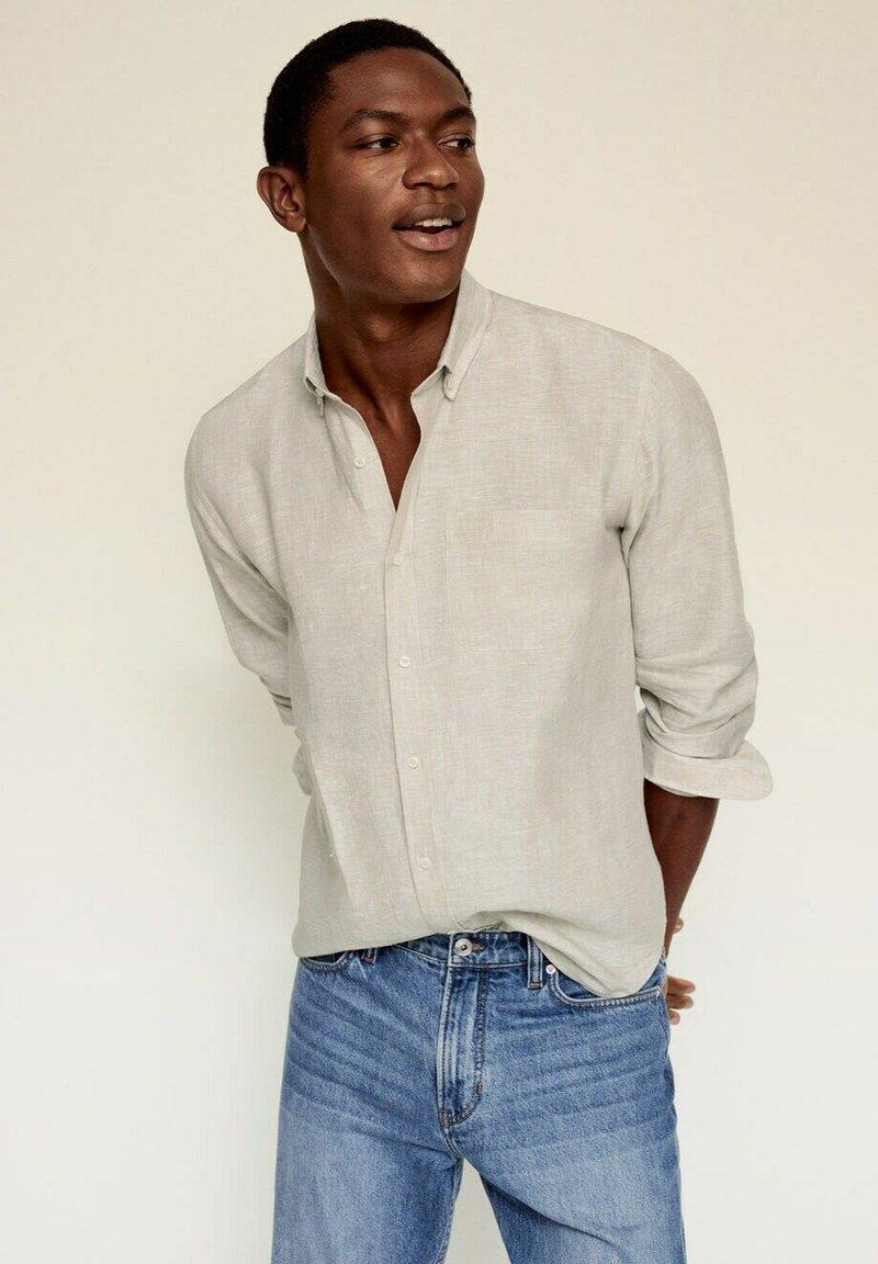 Mango - SLIM FIT - Camicia - sandfarben