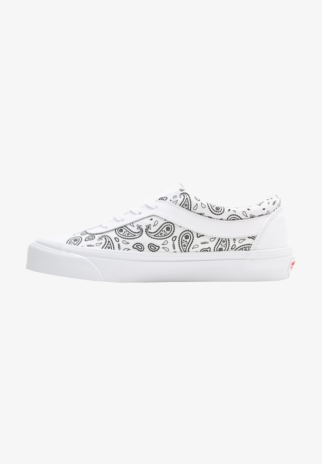 UA BOLD NI - Sneakers basse - (paisley)true white/black