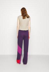 HOSBJERG - CORSA PANTS - Trousers - purple/orange - 2