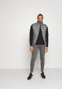 Gym King - BASIS CREW  - Sweatshirt - black - 1