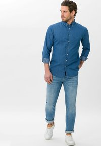 BRAX - STYLE CHRIS - Slim fit jeans - glory blue used - 1