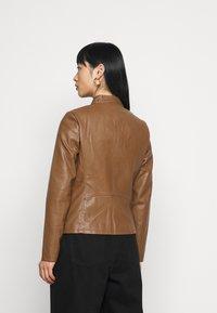 ONLY Petite - ONLMELISA JACKET - Faux leather jacket - cognac - 2