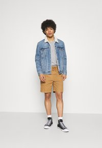 Levi's® - RELAXED FIT TEE - T-shirt con stampa - neutrals - 1