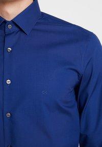 Calvin Klein Tailored - POPLIN STRETCH SLIM FIT - Formal shirt - blue - 3