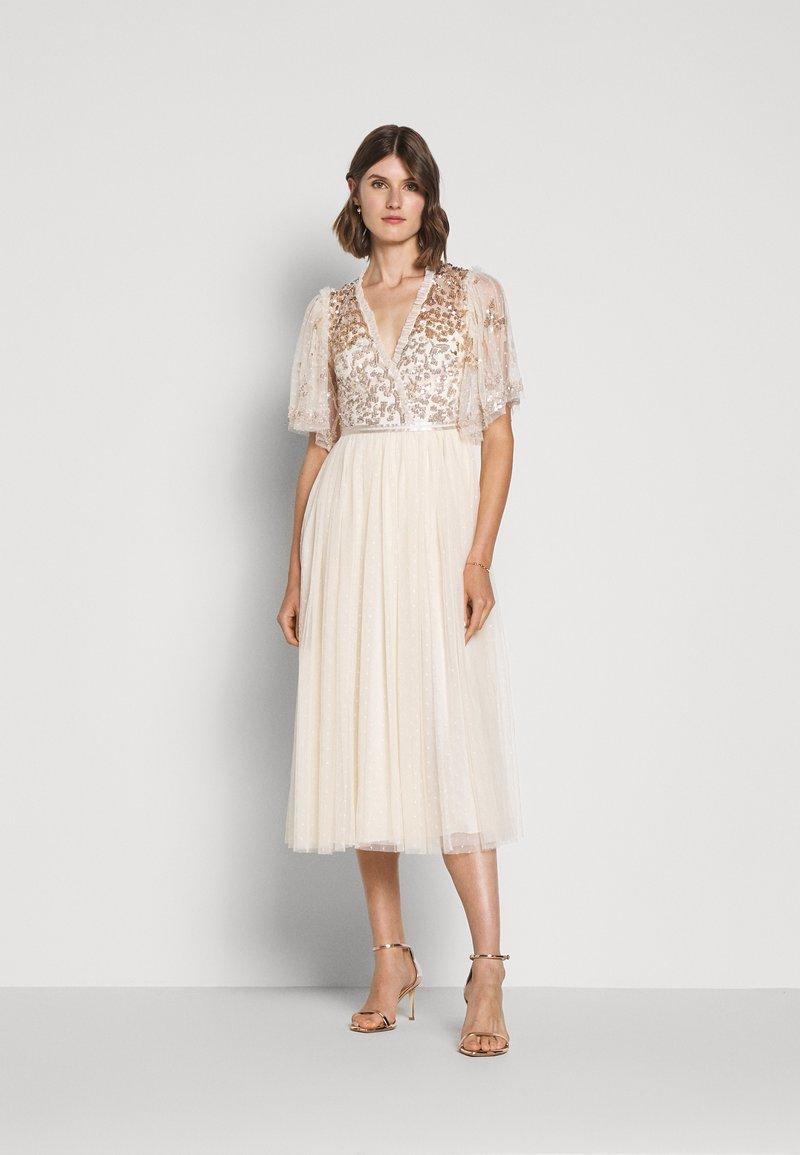 Needle & Thread - PATCHWORK BODICE BALLERINA DRESS - Vestido de cóctel - champagne/gold