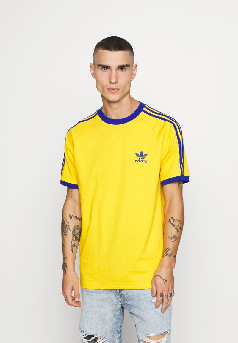 adidas Originals - 3 STRIPES TEE UNISEX - Print T-shirt - actgol/royblu