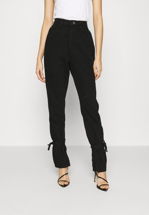 RIOT HIGHWAISTED TIE HEM MOM JEAN - Relaxed fit jeans - black
