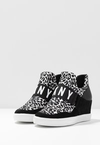 DKNY - COSMOS WEDGE - High-top trainers - white/black - 4