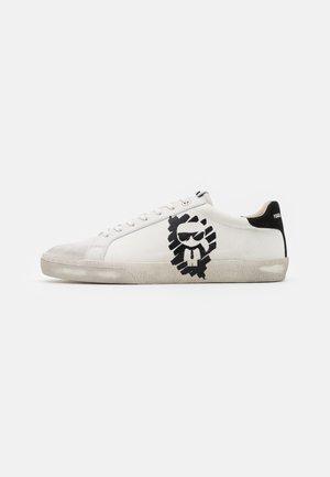 SKOOL IKONIC STENCIL - Sneaker low - offwhite