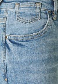 edc by Esprit - CAPRI - Jeansshorts - blue light wash - 2