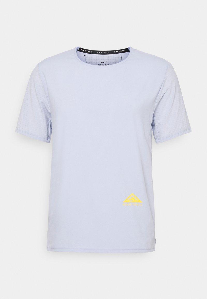 Nike Performance - TRAIL RISE - Print T-shirt - ghost