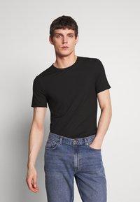 Zign - SKINNY  TEE - T-shirt con stampa - black - 0
