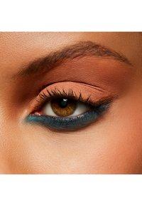 MAC - POWDER KISS EYESHADOW SMALL EYESHADOW - Eye shadow - my tweedy - 1
