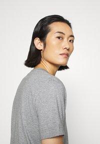 ARKET - Basic T-shirt - grey medium dusty - 4