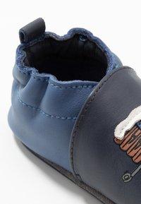 Robeez - RABBIT FARMER - First shoes - marine - 2