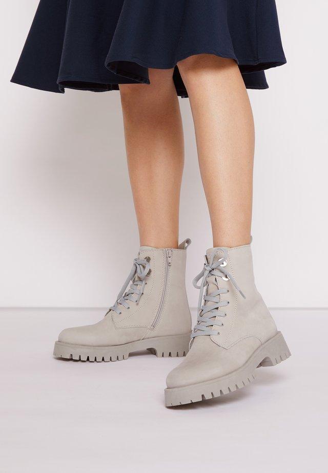 Šněrovací kotníkové boty - soft grey