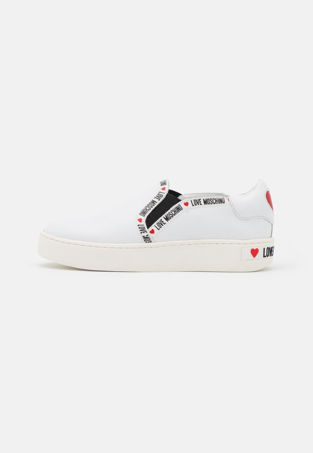 EXCLUSIVE  - Trainers - white