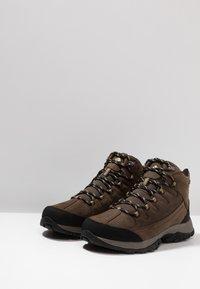 Columbia - TERREBONNE II MID OUTDRY - Trekking boots/ Trekking støvler - mud/curry - 2